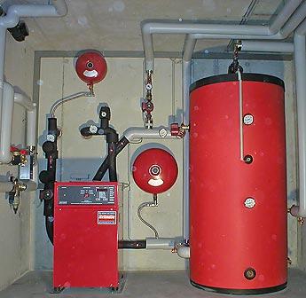 Тепловой насос устанавливается внутри дома и занимает немного места